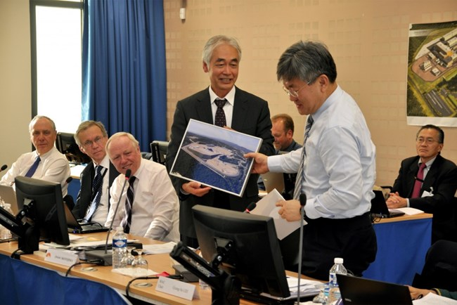 Director-General Motojima hands G.S. Lee a framed aerial view of the ITER platform and a photo booklet autographed by his colleagues from the MAC. Deputy Director-Generals Carlos Alejaldre, Richard Hawryluk and Remmelt Haange, and Head of the Office of the Director-General Takayuki Shirao look on.