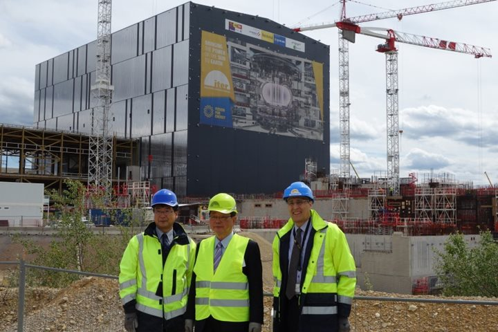 State Minister of MEXT (Japan) tours ITER