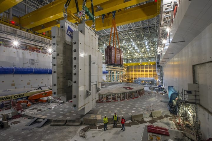 First crane access to Tokamak Building