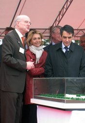 Pascal Garin (left), formerly of CEA-IRFM and AIF now heads IFMIF EVADA. He is seen here as he greets French Prime Minister Fillon in Rokkasho in 2008. (Click to view larger version...)