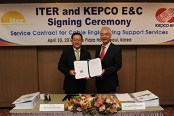 ITER Director-General Osamu Motojima (right) and the president and CEO of KEPCO E&C, Seung-Kyoo An, after signing on the dotted line. (Click to view larger version...)