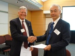 The second Procurement Arrangement signed in Washington concerned the low field side reflectometer. This diagnostic system will monitor electron density and aid in the assessment of fusion performance. The image shows DG Motojima with Ned Sauthoff, head of US ITER. (Click to view larger version...)