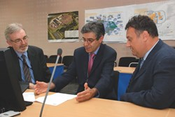 The STAC Chairman, Joaquin Sanchez, discussing with his secretary Alberto Loarte (right) and David Campbell, Head of the Directorate for Plasma Operations. (Click to view larger version...)