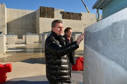 Commissioner Oettinger, deliberately walking ahead of the group of officials, took a solitary stroll through the 493 plinths and seismic pads, closely examining the concrete finish of the columns and the rubber and steel bearings. (Click to view larger version...)
