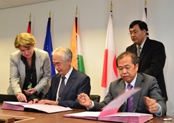 The UIT week provided several opportunities for Procurement Arrangement signatures. From left to right: Françoise Flament, head of ITER's Procurement & Contract Division; ITER Director-General Osamu Motojima; Luo Delong, head of ITER China; and ITER Procurement Responsible Officer Houn Ko. (Click to view larger version...)