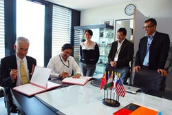 ITER Director-General Osamu Motojima and Head of the Indian Domestic Agency Shishir Dishpande signed the agreement last Friday. Also present (from left to right): ITER Legal Adviser Laetitia Grammatico, and Ujjwal Baruah and Indranil Bandyopadhyay from ITER India. (Click to view larger version...)