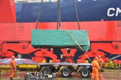 The last batch of dummy conductor (out of three) is lifted on board the ship which is due to arrive in France early June. (Click to view larger version...)