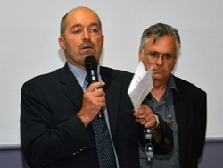 1,500 to 2,000 workers needing accommodation ''is not an unbearable load considering that the population pool around ITER numbers 200,000,'' said Vinon mayor Claude Cheilan (left, next to CLI's Alain Mailliat). (Click to view larger version...)