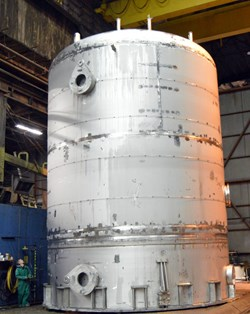 A 61,000-gallon drain tank manufactured by Joseph Oat Corporation in Camden, New Jersey, is part of the first shipment from the United States for the ITER tokamak cooling water system (Click to view larger version...)