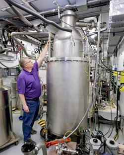 Robert Duckworth oversaw the testing of the 2.7-metre-tall ITER cryoviscous compress pump prototype at the Spallation Neutron Source cryogenic test facility. Photo: US ITER/ORNL (Click to view larger version...)