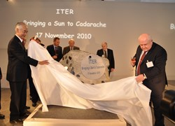 ITER Director-General Osamu Motojima (left) unveiling the foundation stone with the help of Igor Borovkov, the Head of the Russian Delegation to the ITER Council. In the background are Robert-Jan Smits, Head of the European Delegation, William Brinkman from the US Department of Energy and Evgeny Velikhov, the Chairman of the ITER Council. (Click to view larger version...)
