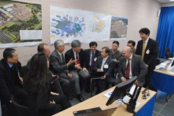 Take a break, have a chat: ITER Director-General Osamu Motojima and members of the MAC taking the discussion off-line. (Click to view larger version...)