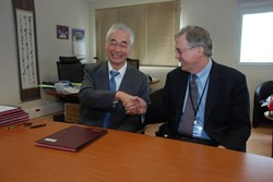 Signed and sealed: Director-General Osamu Motojima officially welcomes Rich Hawryluk as his new Deputy and Head of ITER Administration. (Click to view larger version...)