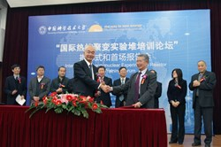 Director-General Motojima and Academician Wan Yuanxi after signing the cooperation agreement: ''It is my goal to open the door of ITER to the young people.'' (Click to view larger version...)