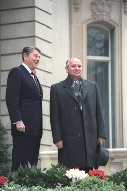 An international effort to develop fusion energy for the benefit of all mankind is launched: US President Reagan and General Secretary Gorbachev of the Soviet Union at the Geneva Superpower Summit (1985). (Click to view larger version...)