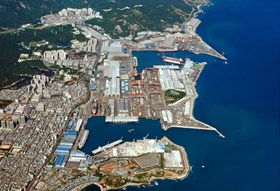 In Ulsan, Hyundai Heavy Industry's giant shipyard puts out more than one hundred large ships per year (LNG carriers, container ships) and accounts for 15% of the world's shipbuilding capacity. © Hyundai Heavy Industries (Click to view larger version...)