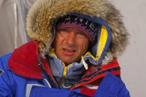 Doctor, mountaineer, navigator, Jean-Louis Etienne was the first man to reach the North Pole solo, over land, in 1986. In the Artic or in Antarctica, by foot, dog sled or airship, energy questions have always been at the heart of his preoccupations. © Francis Latreille