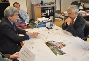 Luciano Bertalot, technical responsible officer for the Micro Fission Chamber Procurement Arrangement, explaining the characteristics of the device in detail to ITER Director-General Osamu Motojima. (Click to view larger version...)