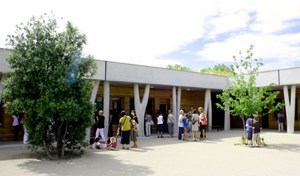 The École Internationale Provence-Alpes-Côte d'Azur opened its doors to elementary school children in October 2009. Junior and senior high school students joined them in September 2010. (Click to view larger version...)