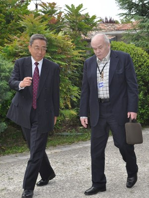 ITER Director-General Kaname Ikeda accompanying Academician Velikhov to the meeting. (Click to view larger version...)