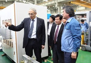 ''Meeting the industrial suppliers was an excellent opportunity to verify the manufacturing status of procurement items in the field and to see, first hand, the technological competitiveness of Korean enterprises that are procuring items for ITER,'' said Director-General Bigot, seen here at the Dawonsys plant. (Click to view larger version...)