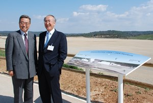 In spite of a tight schedule, Nobuo Tanaka, Executive Director of the IEA, took time to visit the ITER site with former colleague Kaname Ikeda ... (Click to view larger version...)