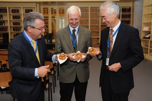 Tasting the sweet side of fusion: Rudolf Strohmeier, Frank Briscoe and Osamu Motojima enjoying a tokamak doughnut during a conference break. (Click to view larger version...)