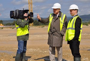 On the ITER platform, ITER Deputy Director-General Valery Chuyanov and Diagnostic Physicist Evgeny Veshchev were interviewed by NTV science correspondant Sergei Malozemov. (Click to view larger version...)