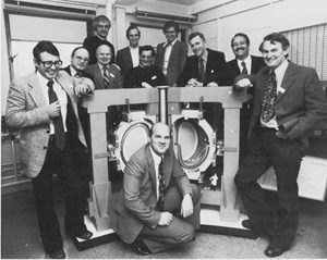 The JET project team in 1977: Paul-Henri Rebut (centre) and colleagues Alan Gibson (UK), Giulio Celentano (Italy), Ettore Salpietro (Italy), John Last (UK), Barry Green (Australia), Peter Noll (Germany) et Jean-Pierre Poffé (Belgium), Ingevar Selin (Sweden), Dieter Eckhart (Germany). © EFDA (Click to view larger version...)