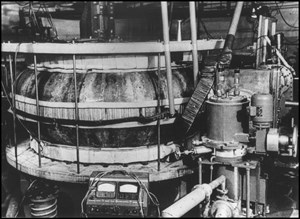 The world's first tokamak device: the Russian T1 Tokamak at the Kurchatov Institute in Moscow. Plasmas in the range of 0.4 cubic metres were produced in its copper vacuum vessel. (Click to view larger version...)