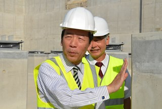 MEXT Minister Hirofumi Hirano was particularly interested in the workings of the Tokamak Building's antiseismic system. (Click to view larger version...)