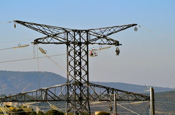 As ''compensation'' for the implantation, within city limits, of the 400kV power line that feeds the ITER switchyard, the village of Saint-Paul-lez-Durance received a EUR 900,000 check from French electricity carrier RTE. Mayor Pizot decided to split it with neighbouring Vinon-sur-Verdon. (Click to view larger version...)