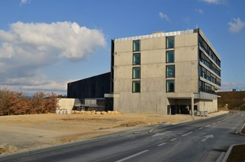 The western end of the Headquarters building was left unfinished purposely. With the extension's 350 desk spaces, the capacity of ITER Headquarters will increase to 850. (Click to view larger version...)