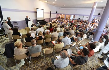 On Wednesday 3 July the Local Commission for Information (CLI) organized a public meeting in the neighbouring village of Vinon-sur-Verdon. (Click to view larger version...)