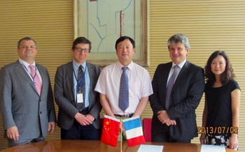 The agreement was signed by Prof Li, director of ASIPP and Gabriele Fioni, director of CEA's Physics Science Division, at the French Embassy in Beijing. French nuclear counselor Pierre-Yves Cordier hosted the signing ceremony, with André Grosman, deputy director of IRFM/CEA and Shahua Dong of ASIPP. (Click to view larger version...)