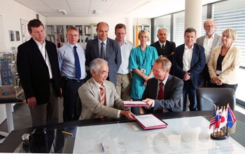 ITER Director-General Motojima signed two Procurement Arrangements late September with Henrik Bindslev, director of the European Domestic Agency Fusion for Energy. (Click to view larger version...)