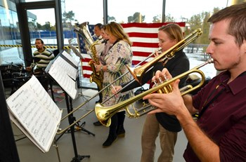In a cafeteria festooned with flags and photographs and cheered by the music of the ITER band, nearly 700 people came to taste the traditional American Thanksgiving specialties. (Click to view larger version...)