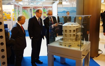 The ITER Tokamak is by now familiar to HSH Prince Albert II of Monaco, who stands with Yukiya Amano, Director-General of the International Atomic Energy Agency (left) and ITER Director-General Motojima (right). (Click to view larger version...)