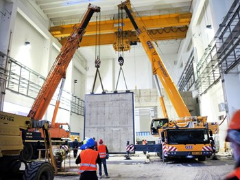 Workers installed the main door of the SPIDER bioshield in April. Sliding along rails, this 120-tonne door will be the point of entry for component installation. (Click to view larger version...)