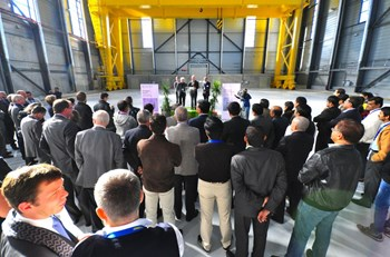 Dwarfed by the 200-tonne gantry crane, close to one hundred people from ITER India, the ITER Organization, the European Domestic Agency, the contractors who contributed to the building construction, and members of the media attended the inauguration ceremony. (Click to view larger version...)