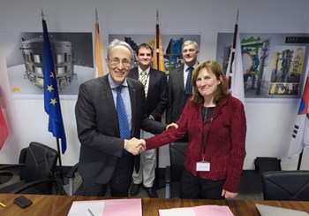 The collaboration agreement on plasma control software was signed in November by ITER Director-General Bernard Bigot and IPP Scientific Director Sibylle Günter. (In the background, ITER's Axel Winter and IPP's Gerhard Raupp.) Photo: ITER Organization/Christian Lünig (Click to view larger version...)
