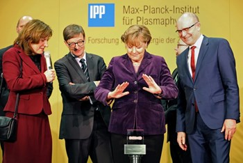 German Chancellor Angela Merkel prepares to initiate the first hydrogen plasma at Wendelstein 7-X on 3 February 2016. The Chancellor is pictured with IPP Scientific Director Sibylle Günter; president of the Helmholtz Society Otmar Wiestler; and Erwin Sellering, Minister-President of Mecklenburg-Vorpommern. Photo credit: AFP (Click to view larger version...)