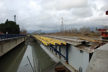 In preparation for the passage of ITER's heaviest components, a new bridge takes the place of the old over the EDF canal. Photo: DREAL (Click to view larger version...)