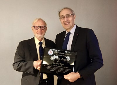While in Washington, where he was having government-level meetings, ITER Director-General was presented with Fusion Associates' Leadership Award for his performance in leading ITER. (Click to view larger version...)