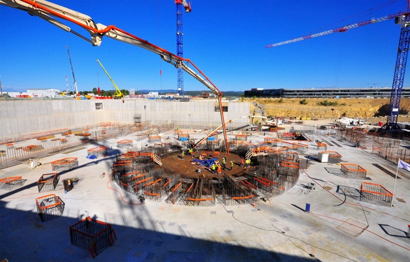 14,000 m³ of concrete, 3,600 tons of rebar, 8 months of work—the ''floor'' of the Tokamak Complex was finalized on 27 August 2014. (Click to view larger version...)