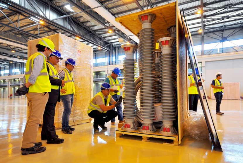 ITER personnel check the contents of the four crates delivered to the ITER site on Thursday 4 September 2014. From left to right: Ken Blackler, head of Assembly & Operations; Sergio Orlandi, director for Plant System Engineering (representing ITER Director-General Osamu Motojima); Piotr Pajak, electrical engineer; Joël Hourtoule, Electrical Power Distribution section leader; Gilles Consolo, electrical technician. (Click to view larger version...)