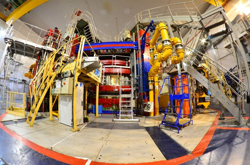 A program of radical transformation is turning the 30-year-old CEA-Euratom tokamak into a test bench for one of the most critical ITER components, the divertor. (Click to view larger version...)