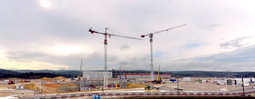Three of the five cranes planned for Tokamak Complex construction activities will rise over 75 metres (76 m, 80 m and 82 m) and have lifting capacities of 6-8 tons at the tip of their 55- to 65-metre-long booms. (Click to view larger version...)