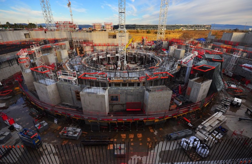 At the end of the day 600 m³ of concrete were in place (centre circle), filling over half of the bioshield's circumference. (Click to view larger version...)