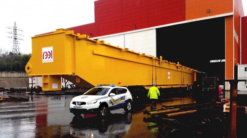 One of the four 200-tonne girder beams leaves the factory in Aviles, Spain. The structural beam is 46 m long. Photo: REEL-NKM (Click to view larger version...)